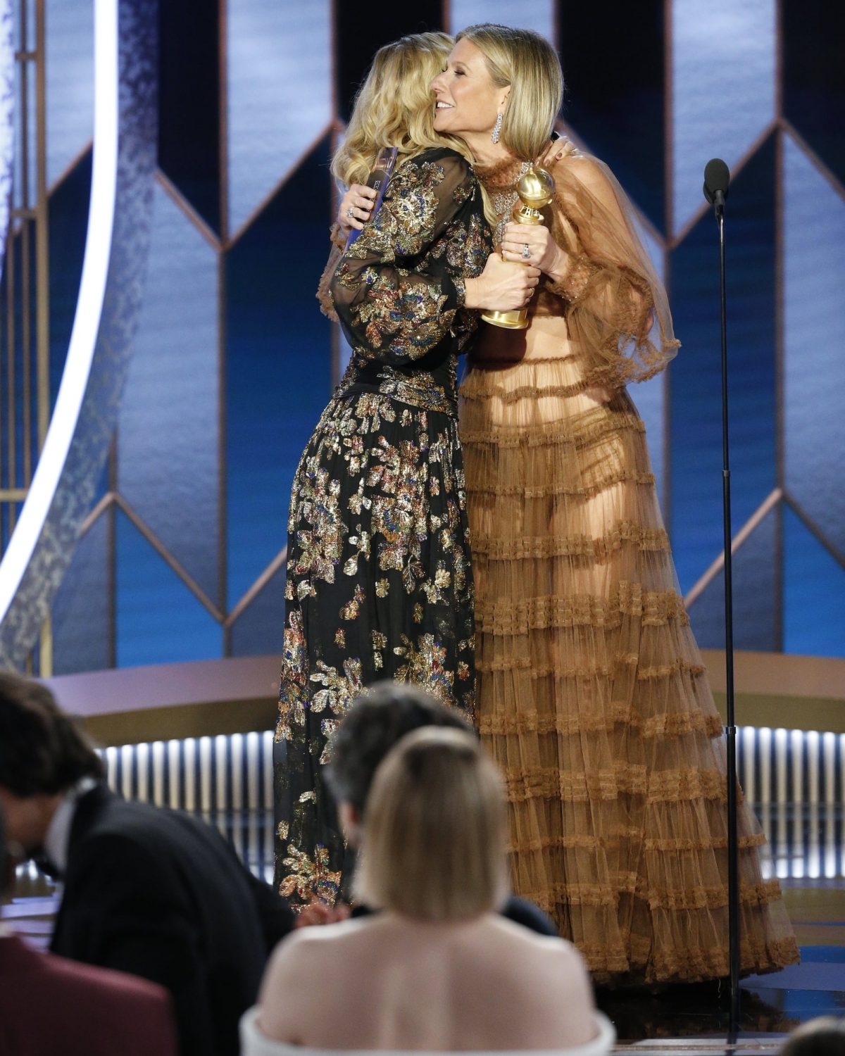 Laura Dern Gwyneth Paltrow at 2020 Golden Globes 1200x1500 - 7 Lovely Moments of the Golden Globes