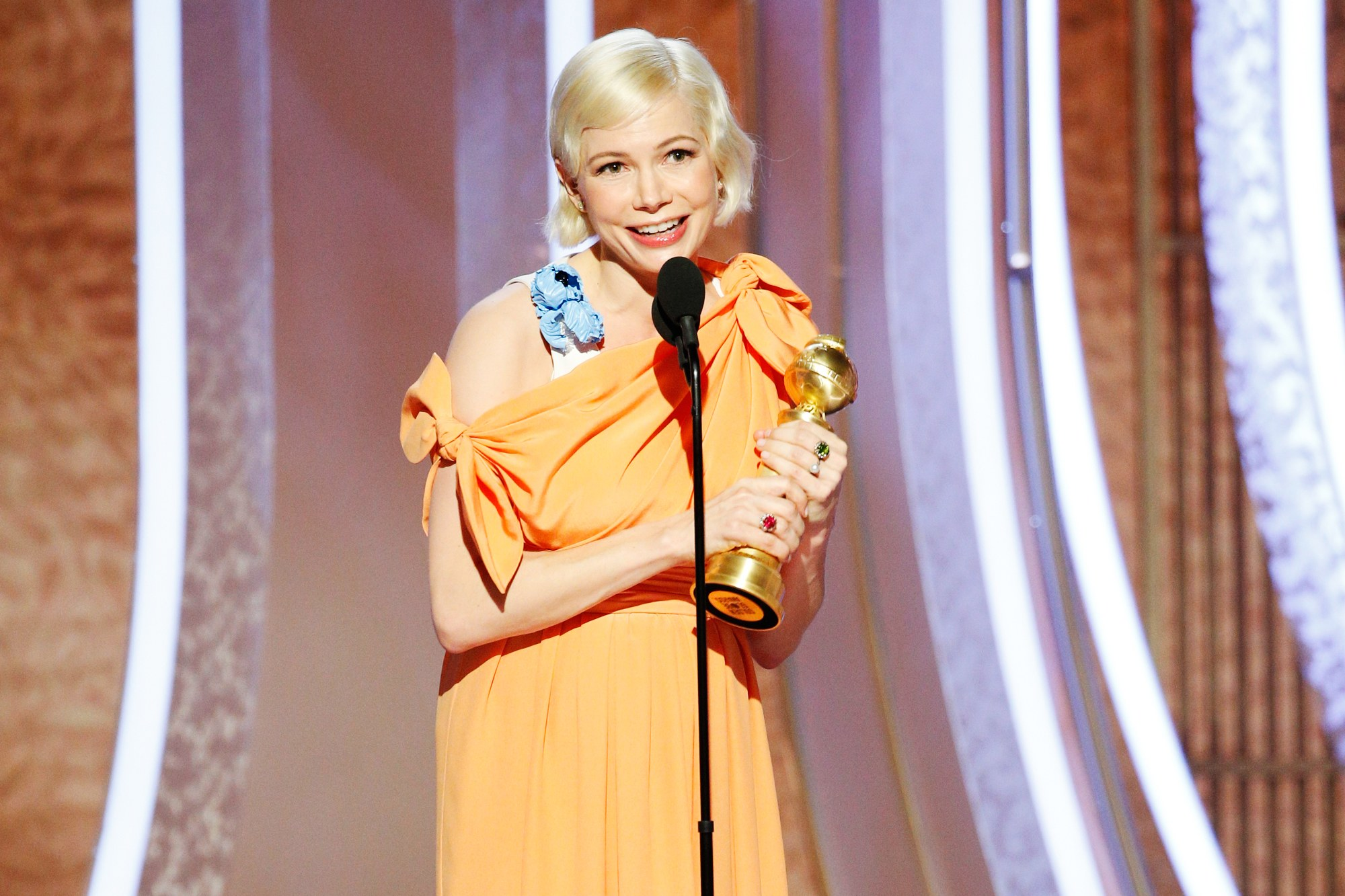 michelle williams golden globes 1 - 7 Lovely Moments of the Golden Globes