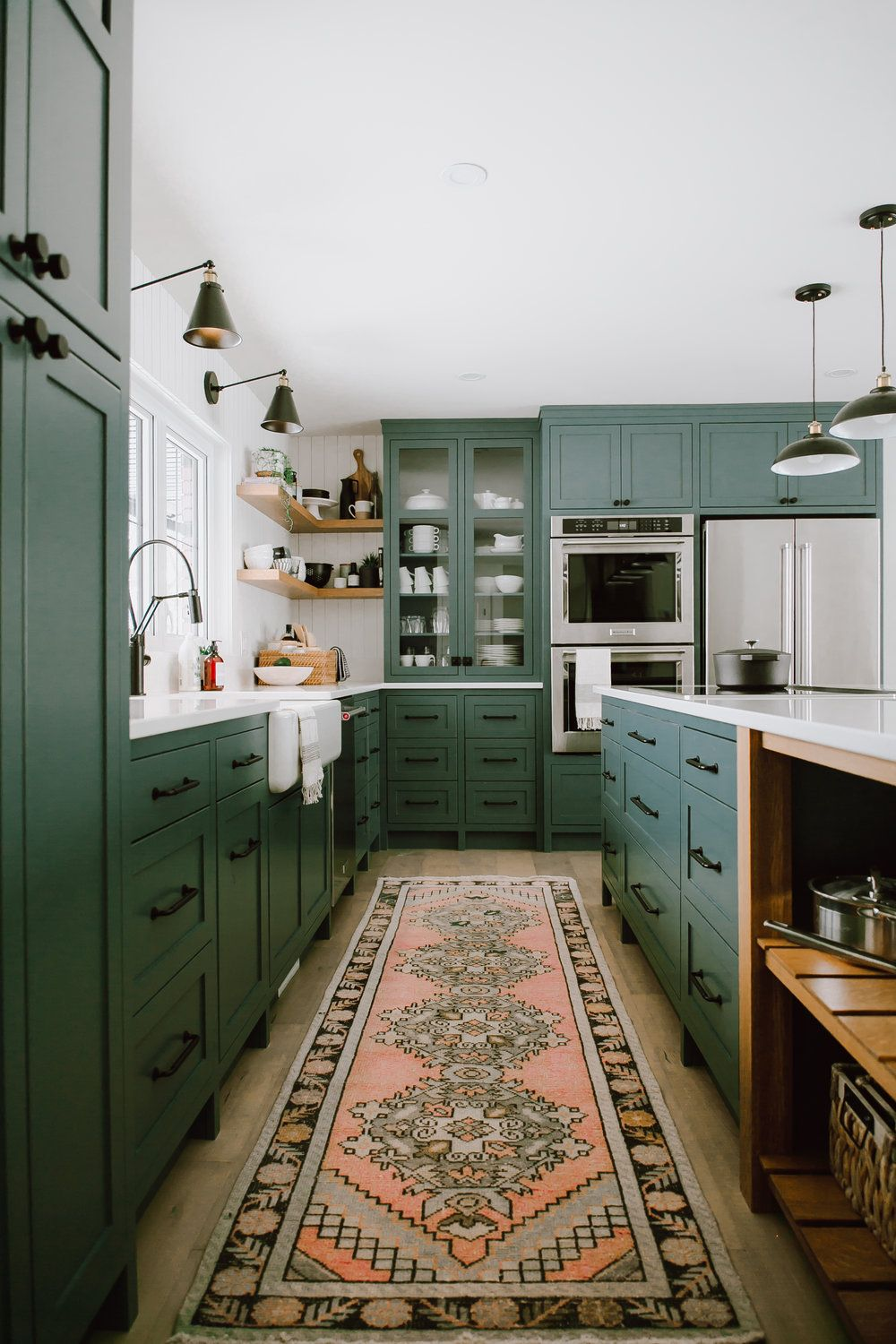 13 Envy Inducing Green Cabinets That Will Make Your Houseguests Jealous Hunker - Kitchen Convos: A cozinha é o melhor lugar para as conversas que precisamos ter