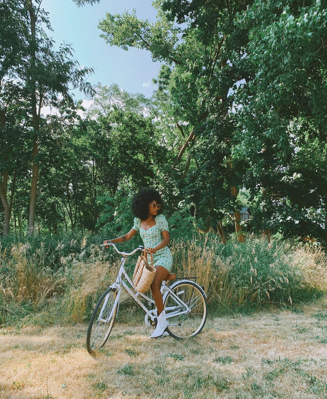 Oriane Adjibi on Instagram  On a biking day in Beacon 🚲 mfbgoesupstate - Por que Precisamos Falar sobre Sustentabilidade?