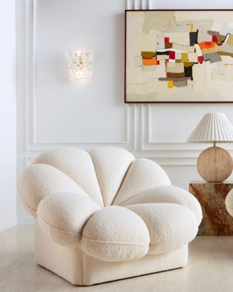 Cara Woodhouse Interiors on Instagram  HAPPY FRIDAY Gorgeous pair of French Raphael Raffel chairs designed for Maison Honore in the 1970s  Theyve been meticulously restored… 480x600 - O Que É Bom Sempre Volta: Tecido Boucle, Design Orgânico e Metais Dourados