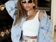 Beyonce Spends the Day With Her Children Blue Ivy Rumi and Sir Carter Rocking Alessandra Rich Fall 2020 Quilted Denim Jacket Skirt and White Satin Bow Embellished Pumps12 1160x1429 1 184x138 - As dicas do MAKEUP ARTIST da Beyoncé de Como Obter FULLER LIPS