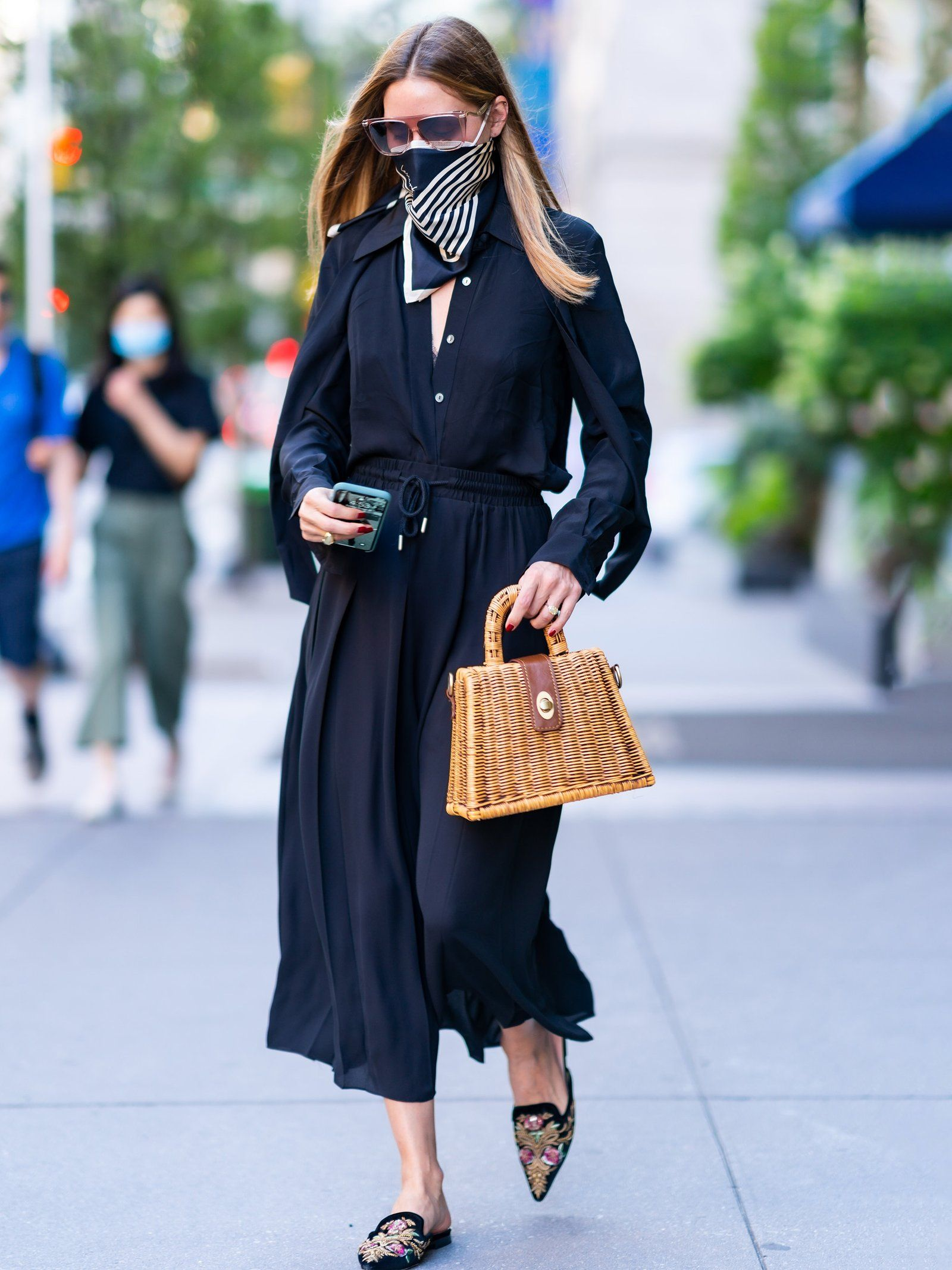 Styled by OP  Transitioning Timeless Black Staples - Back to The Office: Chic & Cool Looks Para Trabalhar Lolla Approved