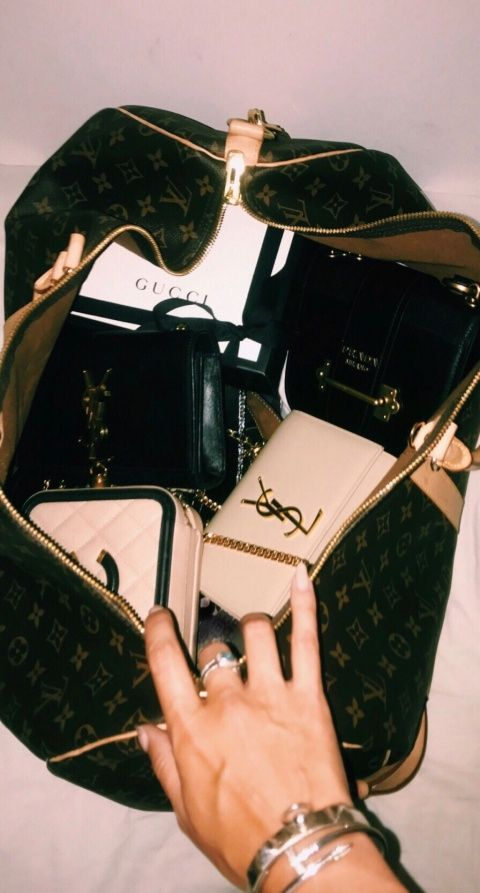 amberlyn1295 - SHOP SMART: Small Leather Goods, Coisinhas que Amamos no SECOND HAND DO PRETTYNEW